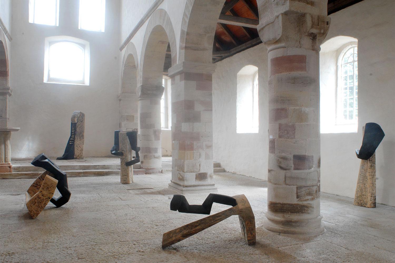"""Ausstellung """"Leibesräume"""" . Beate Debus . Romanische Basilika Breitungen . 2006"""