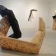 Sich schützend . Pappel-Holzskulptur . Beate Debus . 2006