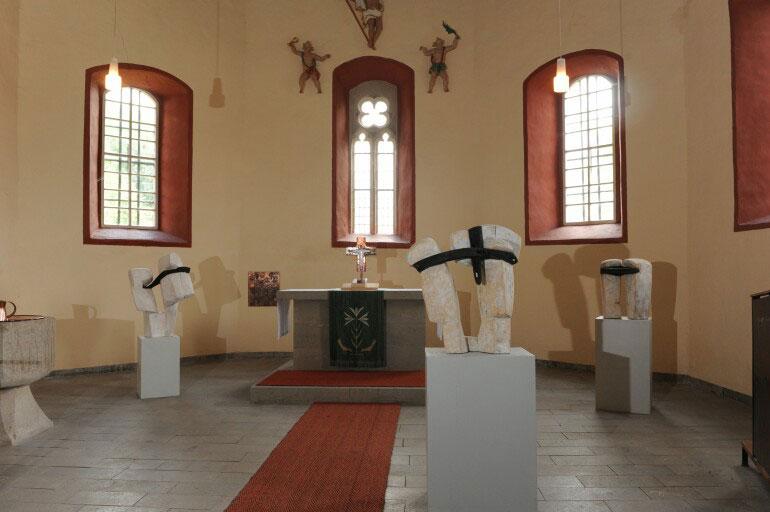 "Ausstellung ""Kunst in Kirchen"" . Beate Debus Holzskulpturen . Dörna 2010 (Foto: Iris Henning)"