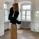 """Ausstellung """"Nivard 1"""" . Malerei Skulpturen Installationen . Holzskulptur """"Triade 2"""" Beate Debus . Maria Bildhausen 2020"""