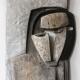 Kopf mit Maske . Holzrelief . Beate Debus . 2013